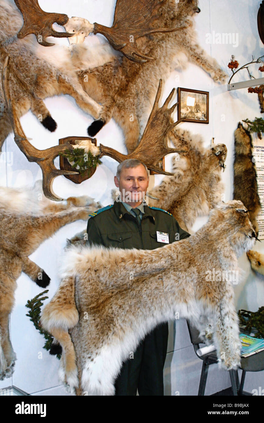 Hunting specialist Anatoly Podsukhin with a lynx pelt at the 2nd ... for Lynx Pelt  53kxo
