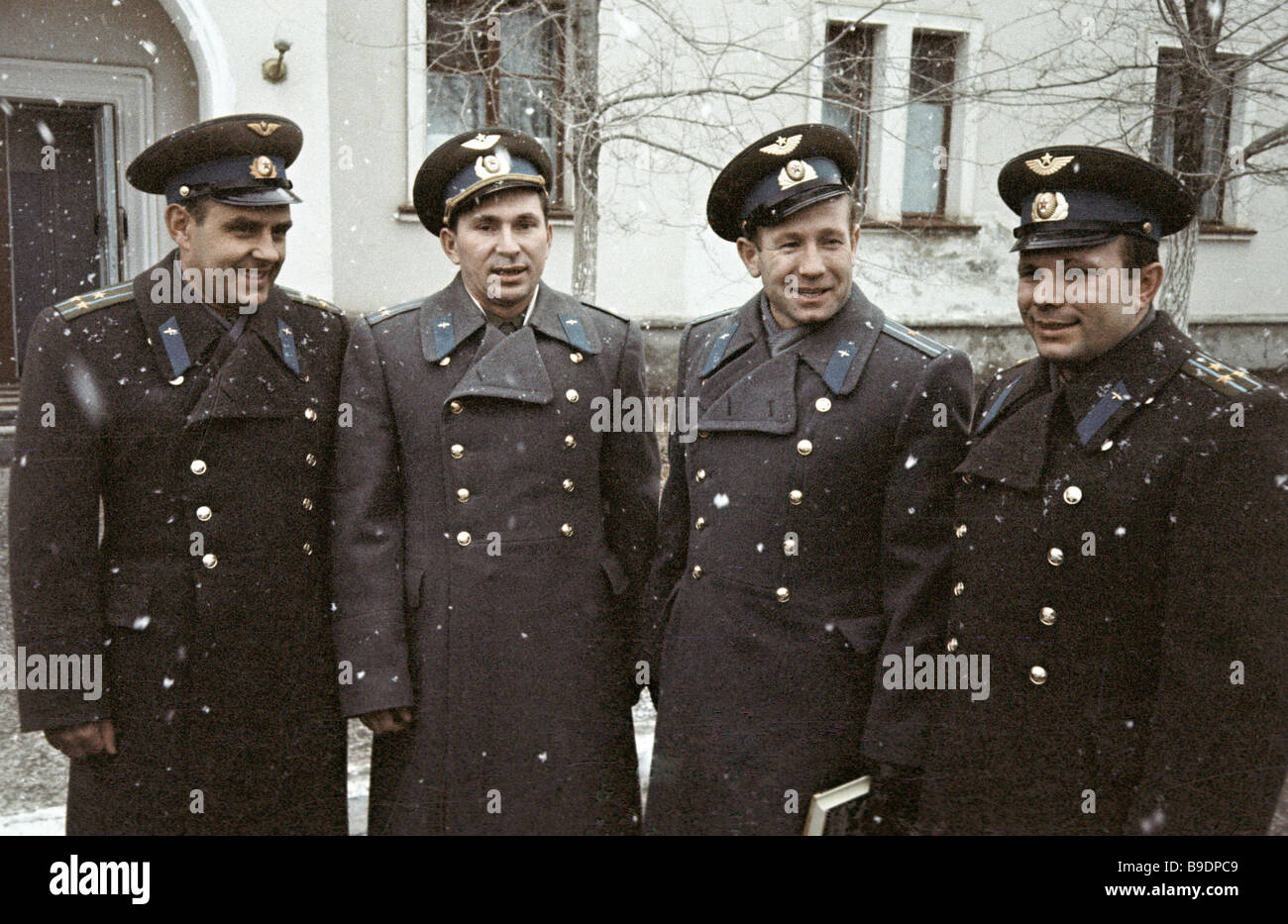 yuri gagarin and vladimir komarov - photo #20