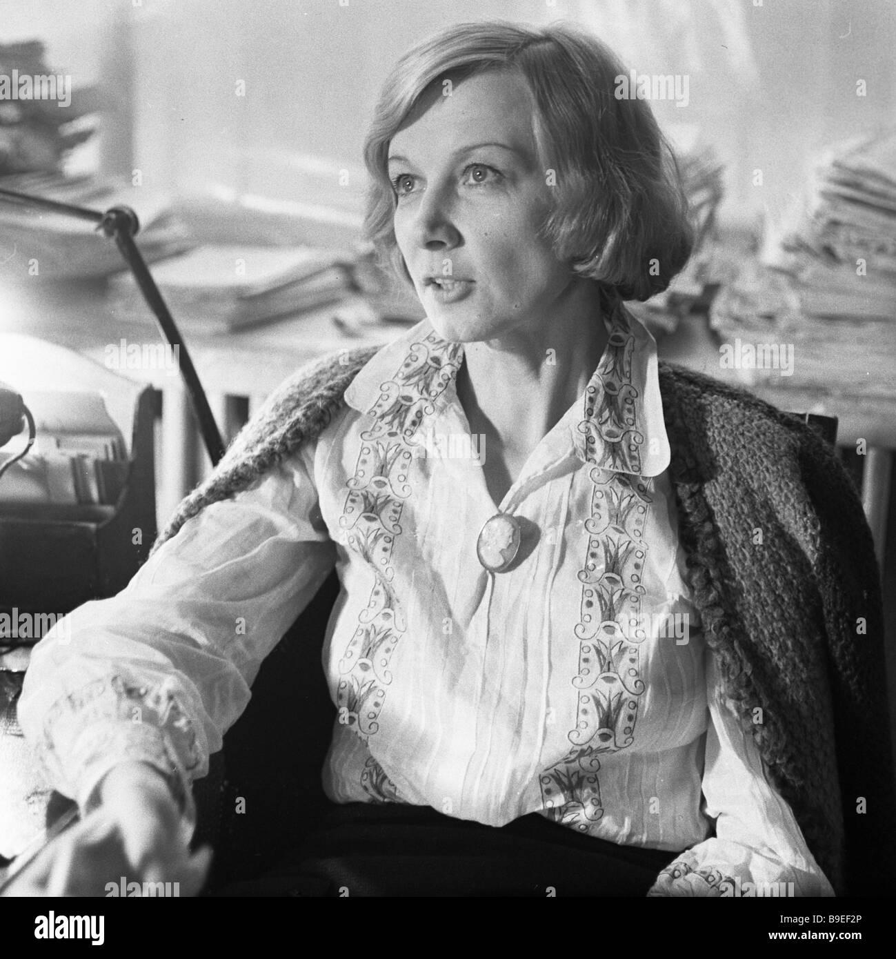 Actress alla demidova in andrei tarkovsky s film the for Miroir tarkovski