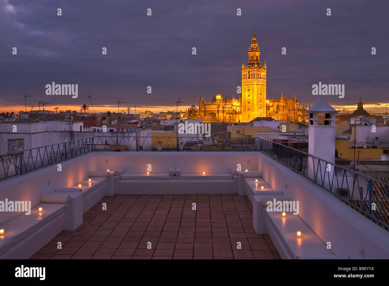Aire De Sevilla Baños Arabes | La Giralda And Sevilla Cathedral Seen From The Terrace At The
