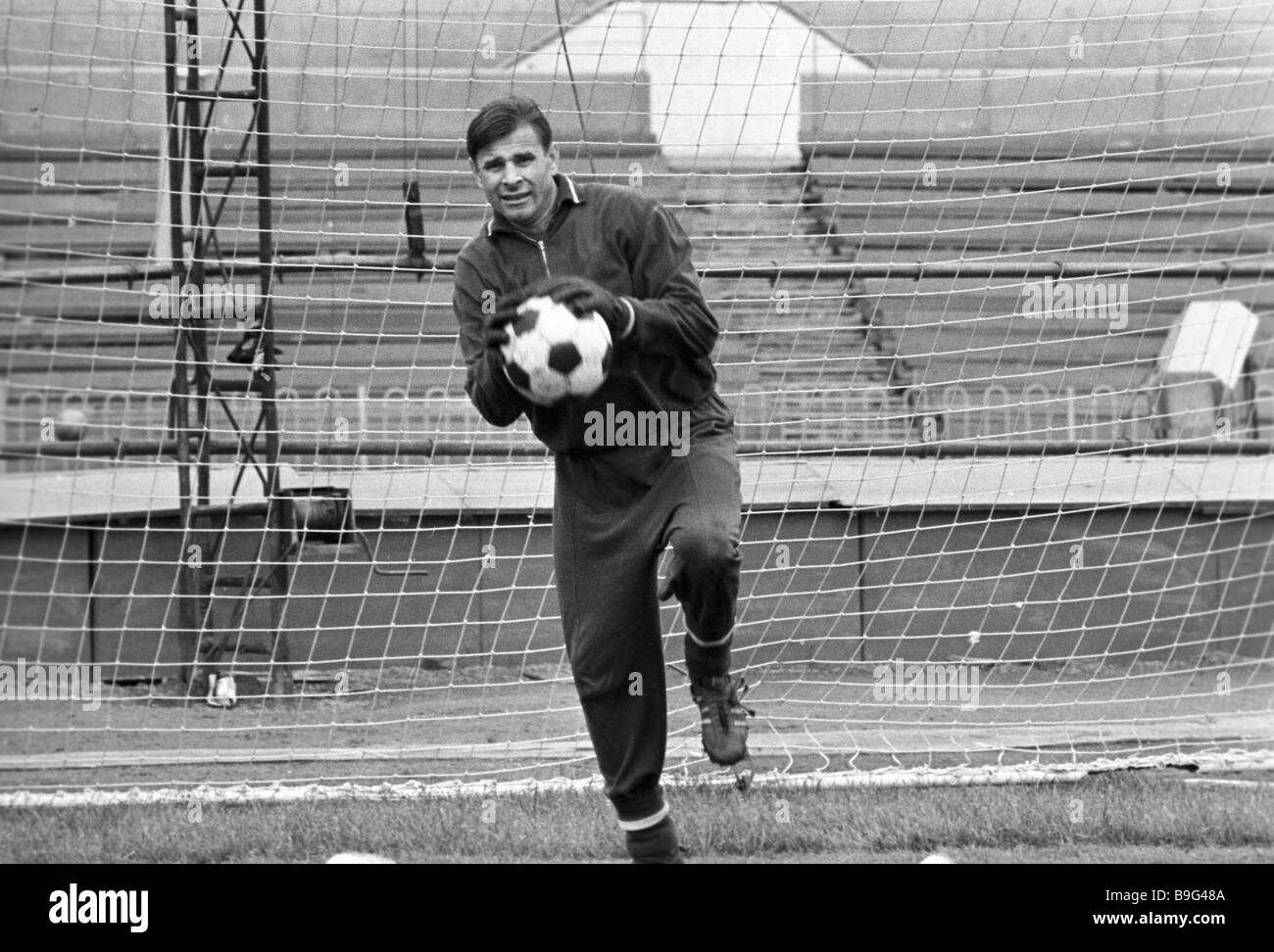 Moscow FC Dynamo goalkeeper Lev Yashin training Stock