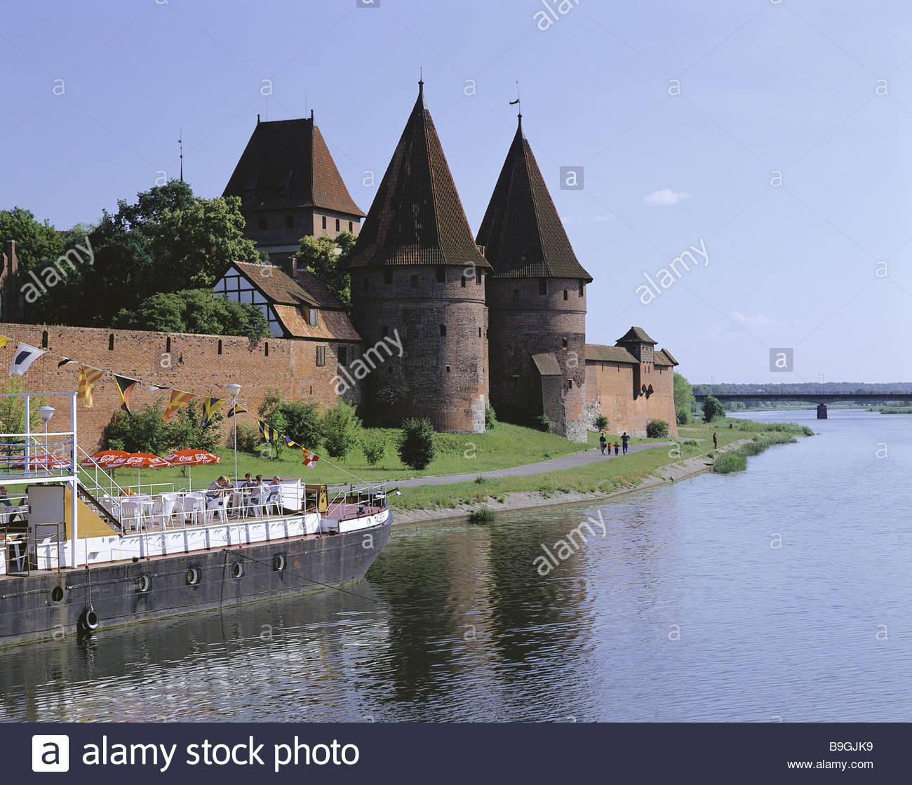 poland masuria marie-castle river nogat jetty trip-boat summer