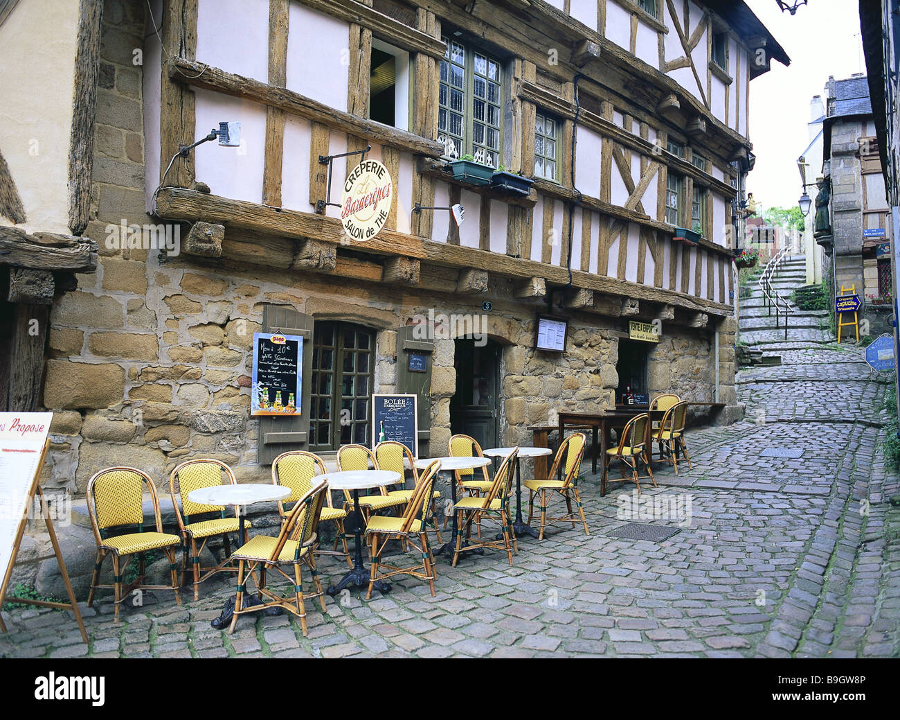 France brittany auray alley cafe deserted place buildings for Hotel design bretagne