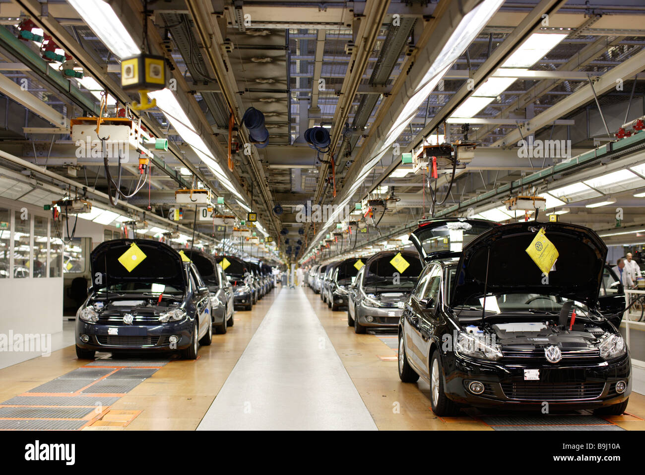 golf car production vw werk wolfsburg vw car factory wolfsburg stock photo royalty free image. Black Bedroom Furniture Sets. Home Design Ideas