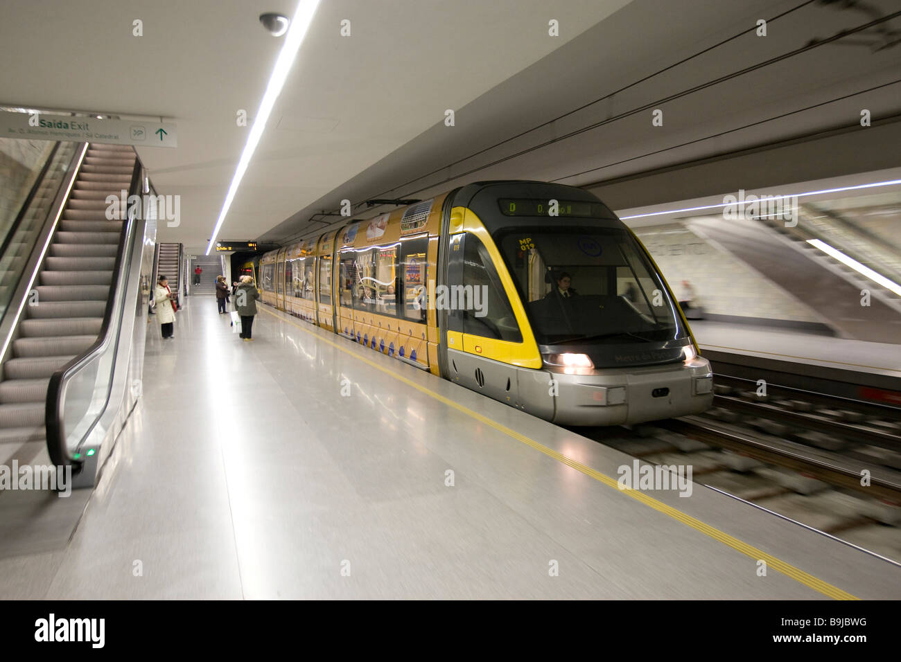 Metro train approaching a station porto portugal europe for Do metro trains have bathrooms