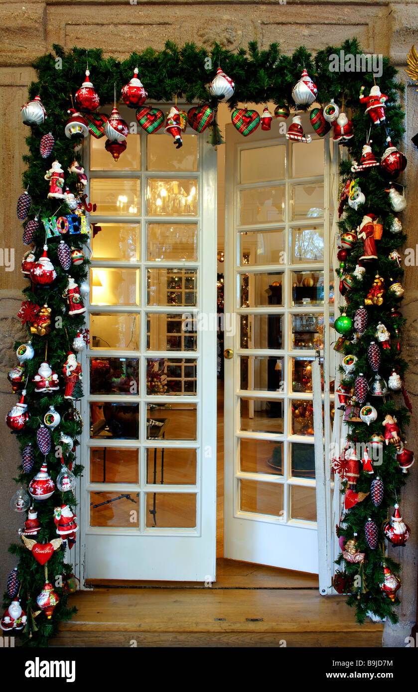 Door Frame Decoration christmas decoration, doorframe in christmas adorning in villa