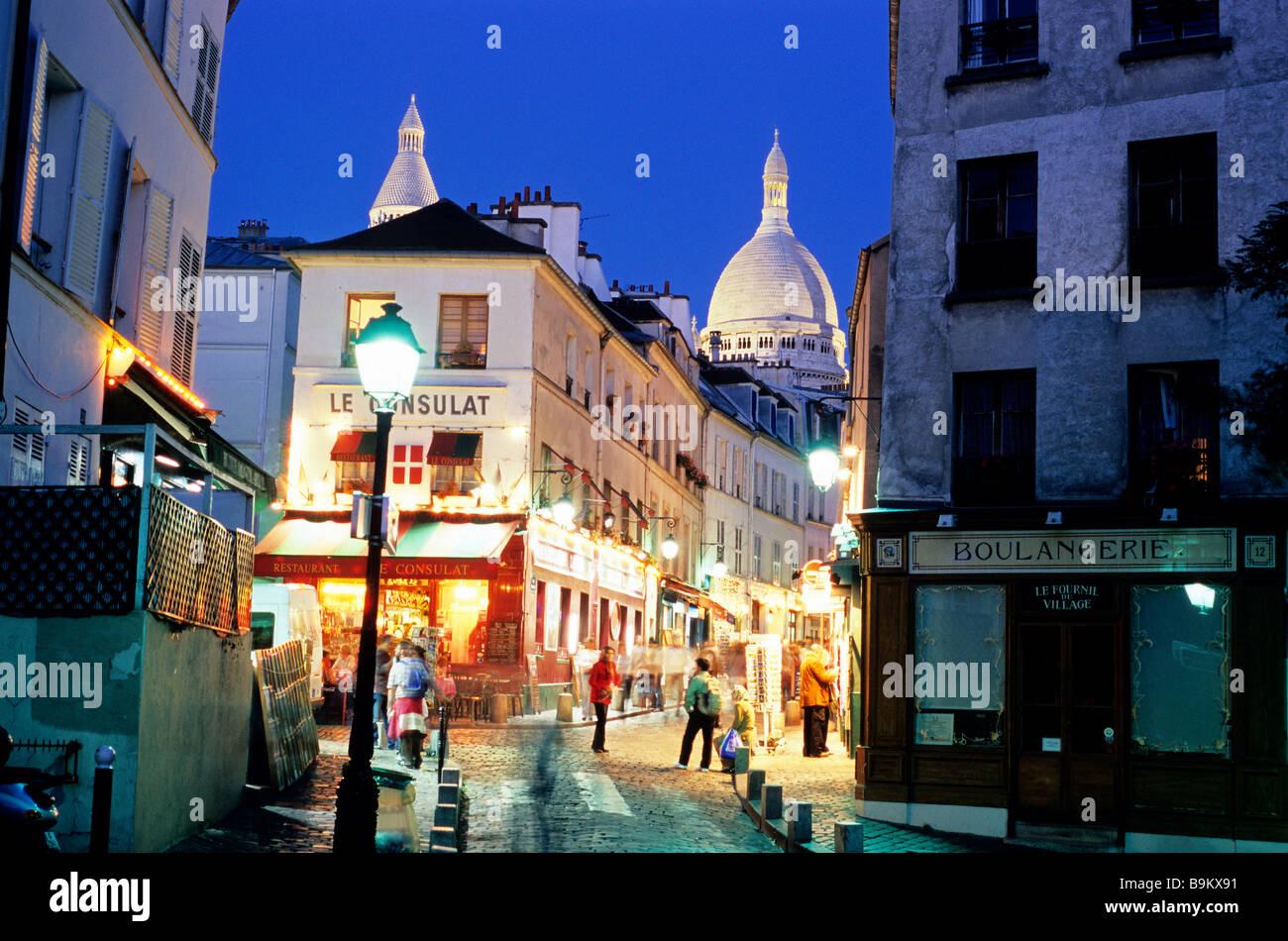 France paris montmartre district le consulat cafe and for Restaurant le miroir montmartre