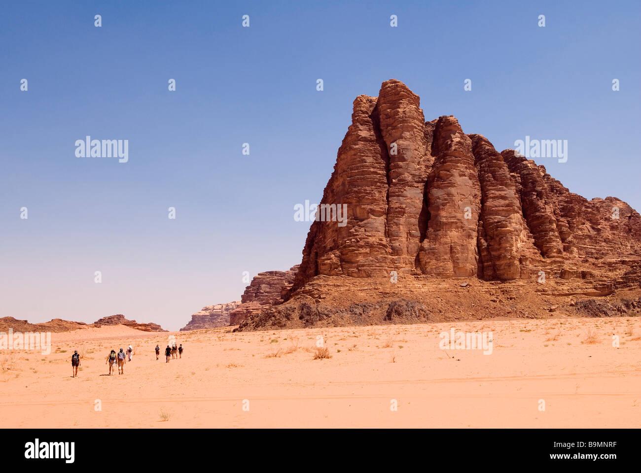 Desert Rock Pillars : Jordan wadi rum desert um ishrin mountains the seven