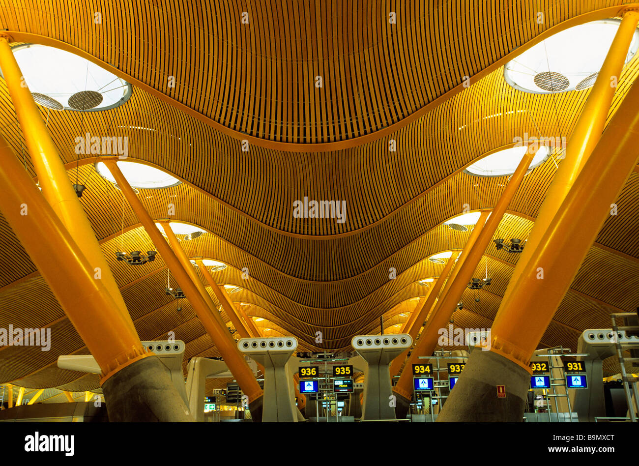 spain madrid the barajas airport the terminal t by architects carlos lamela and richard rogers
