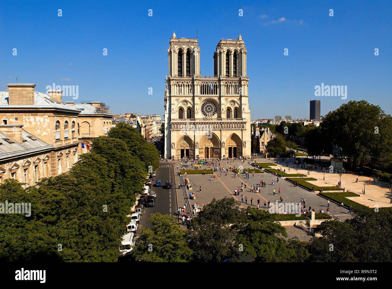 France paris notre dame de paris cathedral and hotel for Hotel notre dame paris