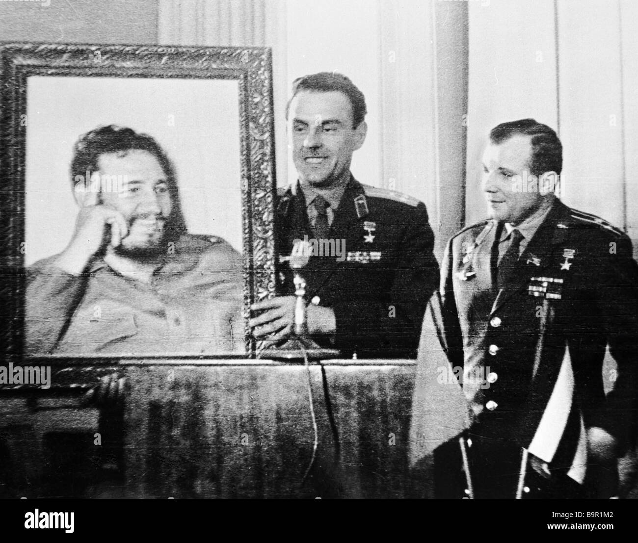yuri gagarin and vladimir komarov - photo #3