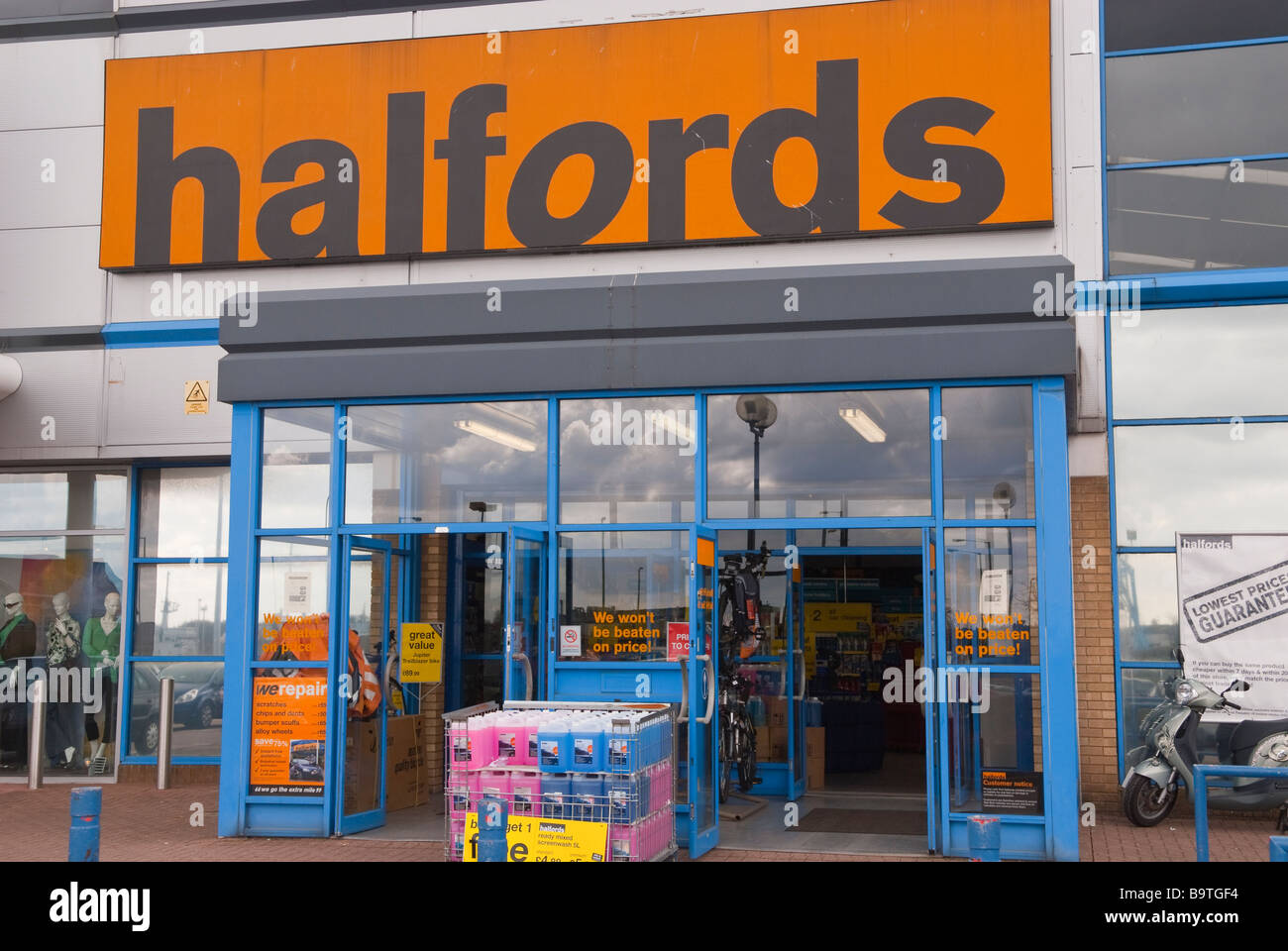 A Halfords shop store selling car accessories etc in Stock Photo ...