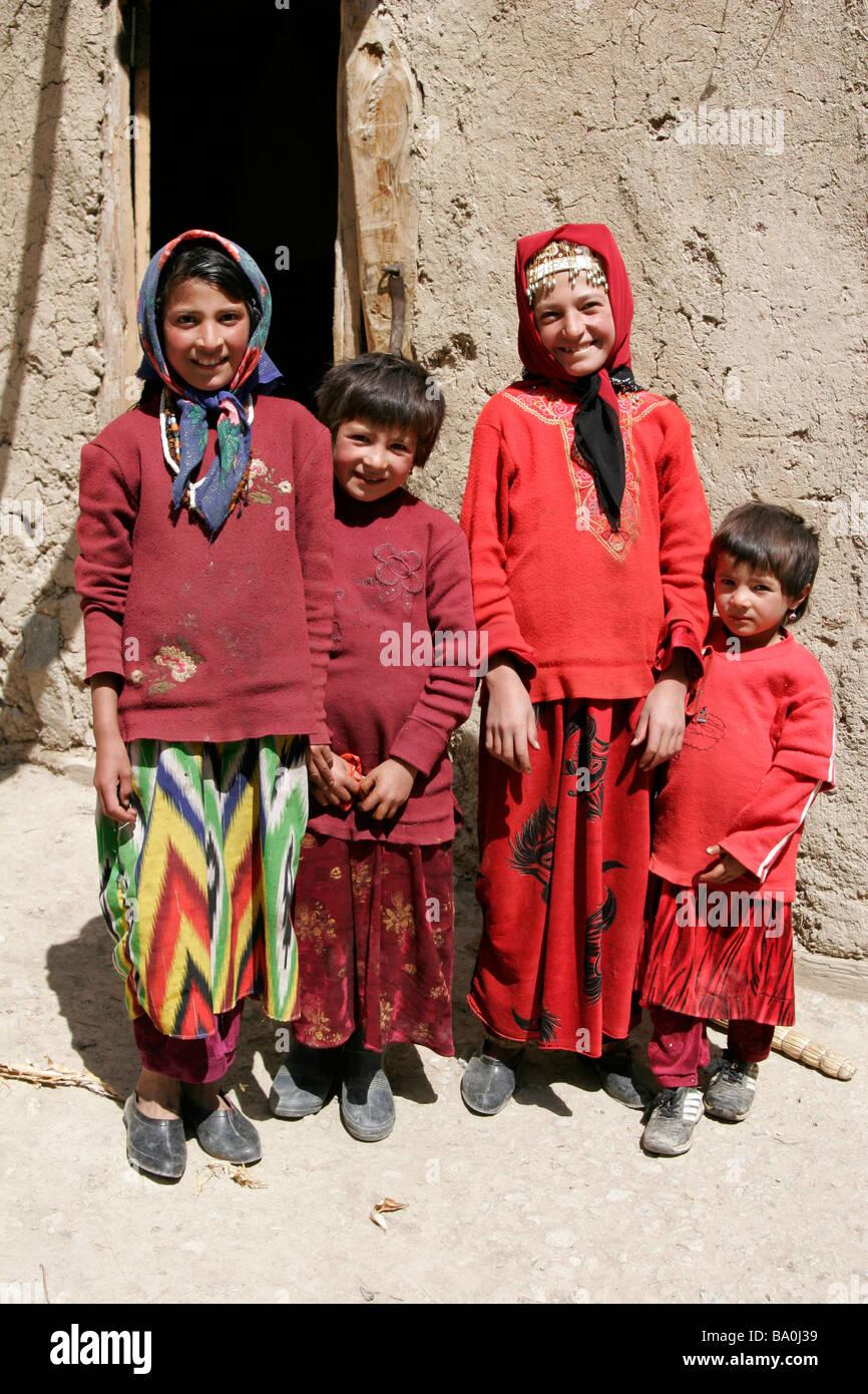 Скачать книгу таджики