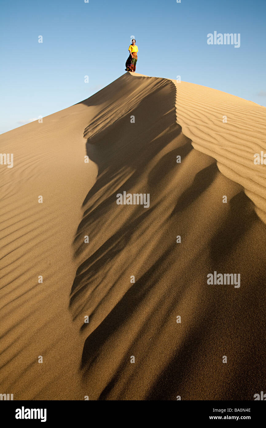 Woman standing on top of sand dune maspalomas gran canaria - Standing canarias ...