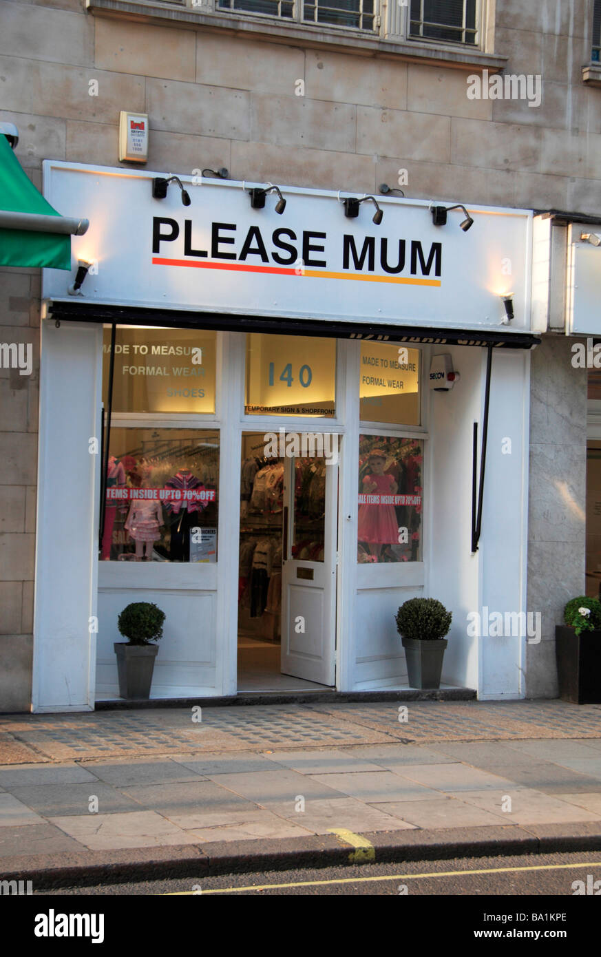 the shop front of the please mum childrens fashion and clothing store BA1KPE the shop front of the 'please mum' children's fashion and clothing,Childrens Clothes Retailers Uk
