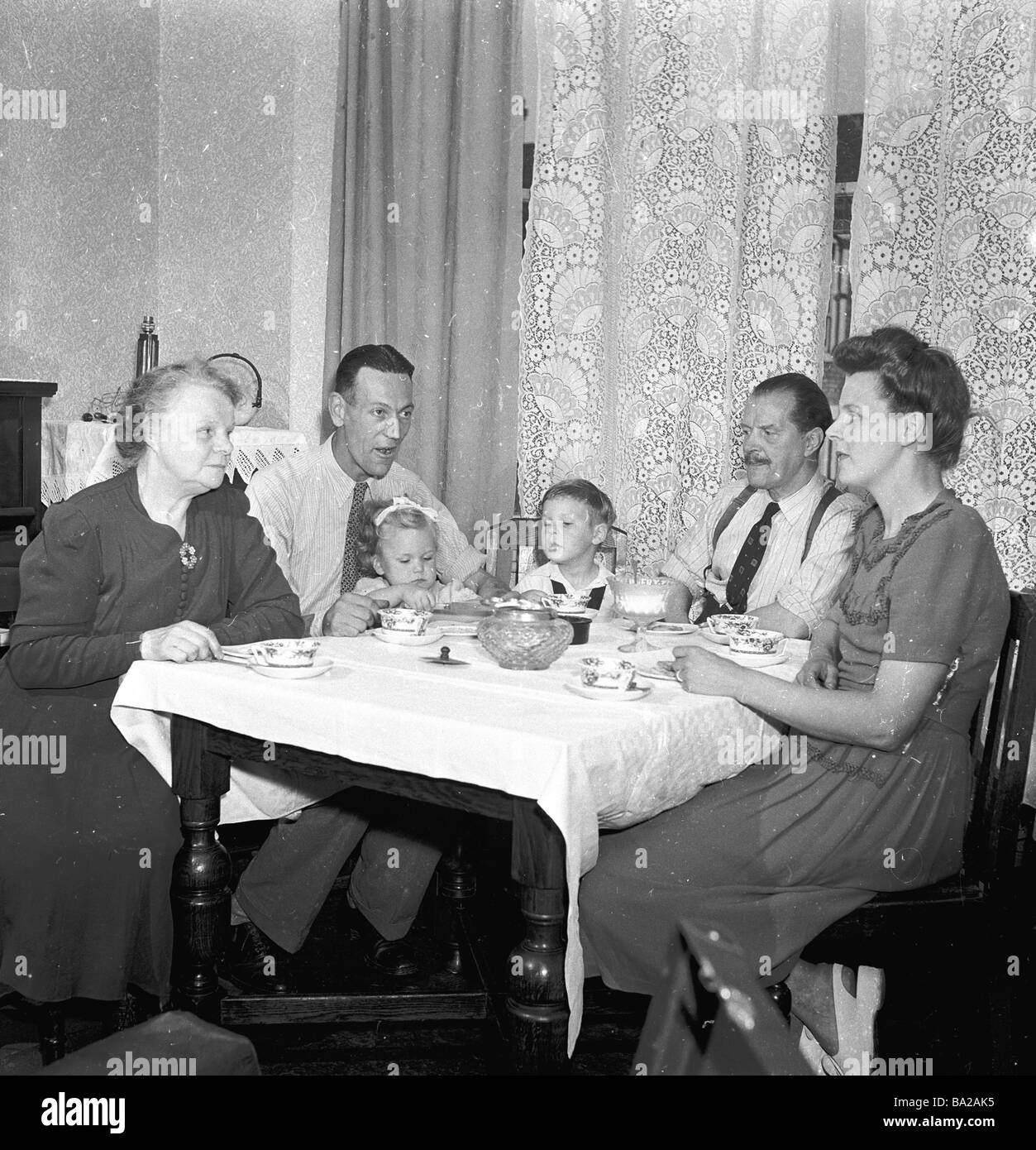 1000+ images about 1950s family life on Pinterest ...  1950s Family Life