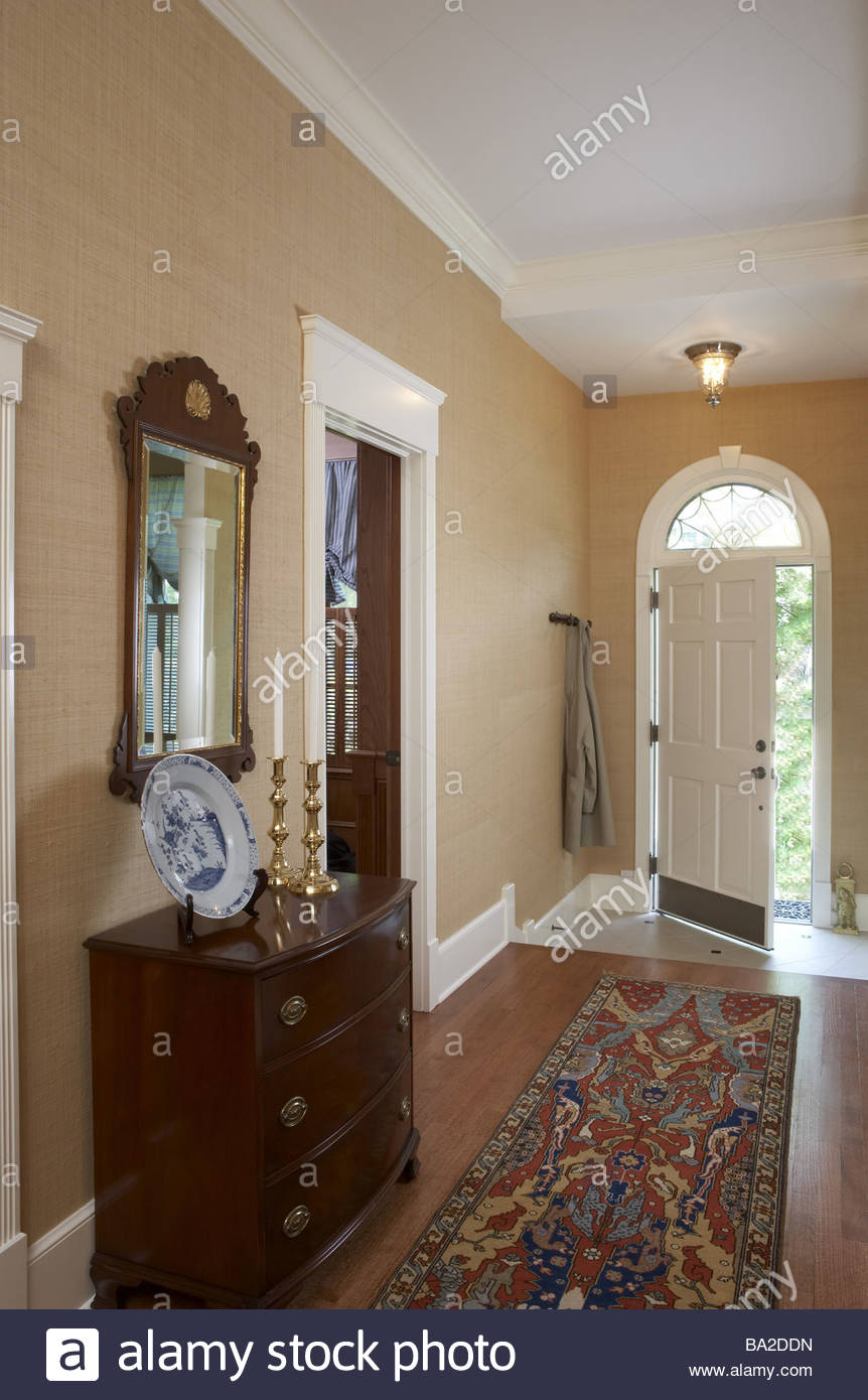 Hallway wood-floor runners dresser mirrors residence front door openly  parquet-floor opened Orient-carpet closet