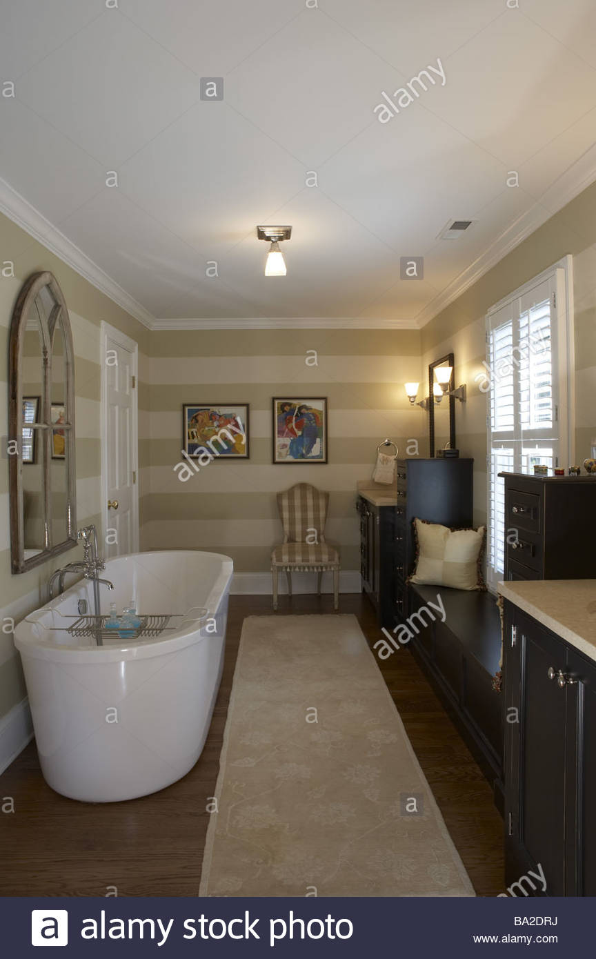 Bathrooms bathtub windows wash-tables bench bath walls wall-color ...