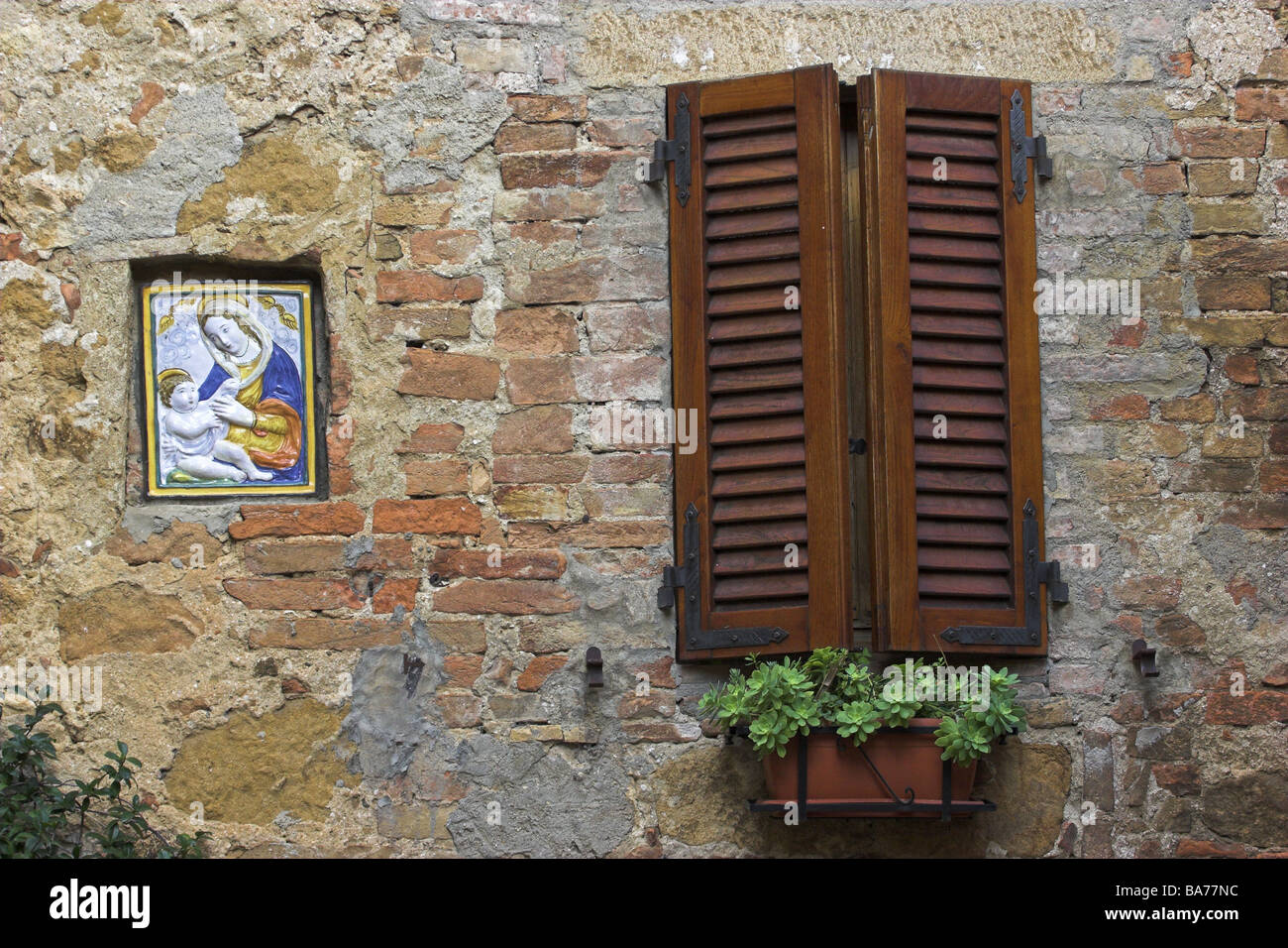 Outside house windows - House Facade Detail Saint Picture Windows Shutters Closed Flower Boxes Italy Tuscany Pienza Residence Facade Outside
