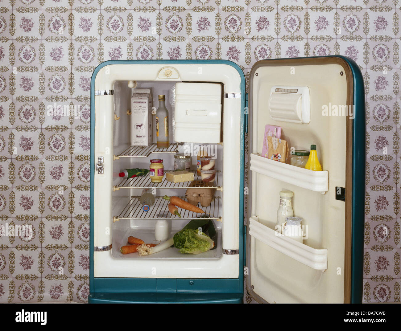 Retro Kitchen Appliance Refrigerator Openly Food Beverage Wallpaper Retro Kitchen