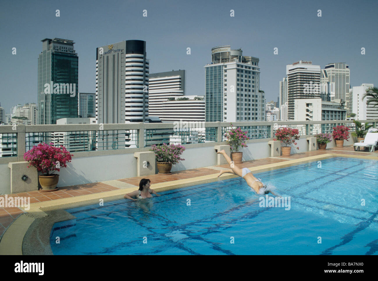 Rooftop swimming pool with view chateau hotel bangkok for Rooftop swimming pool