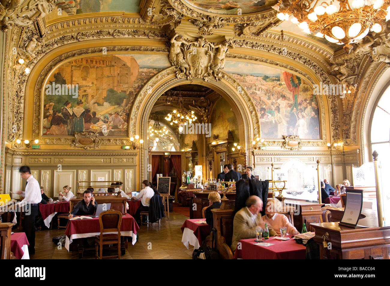 Souvent France, Paris, Gare de Lyon, Le Train Bleu Restaurant Stock Photo  KY01