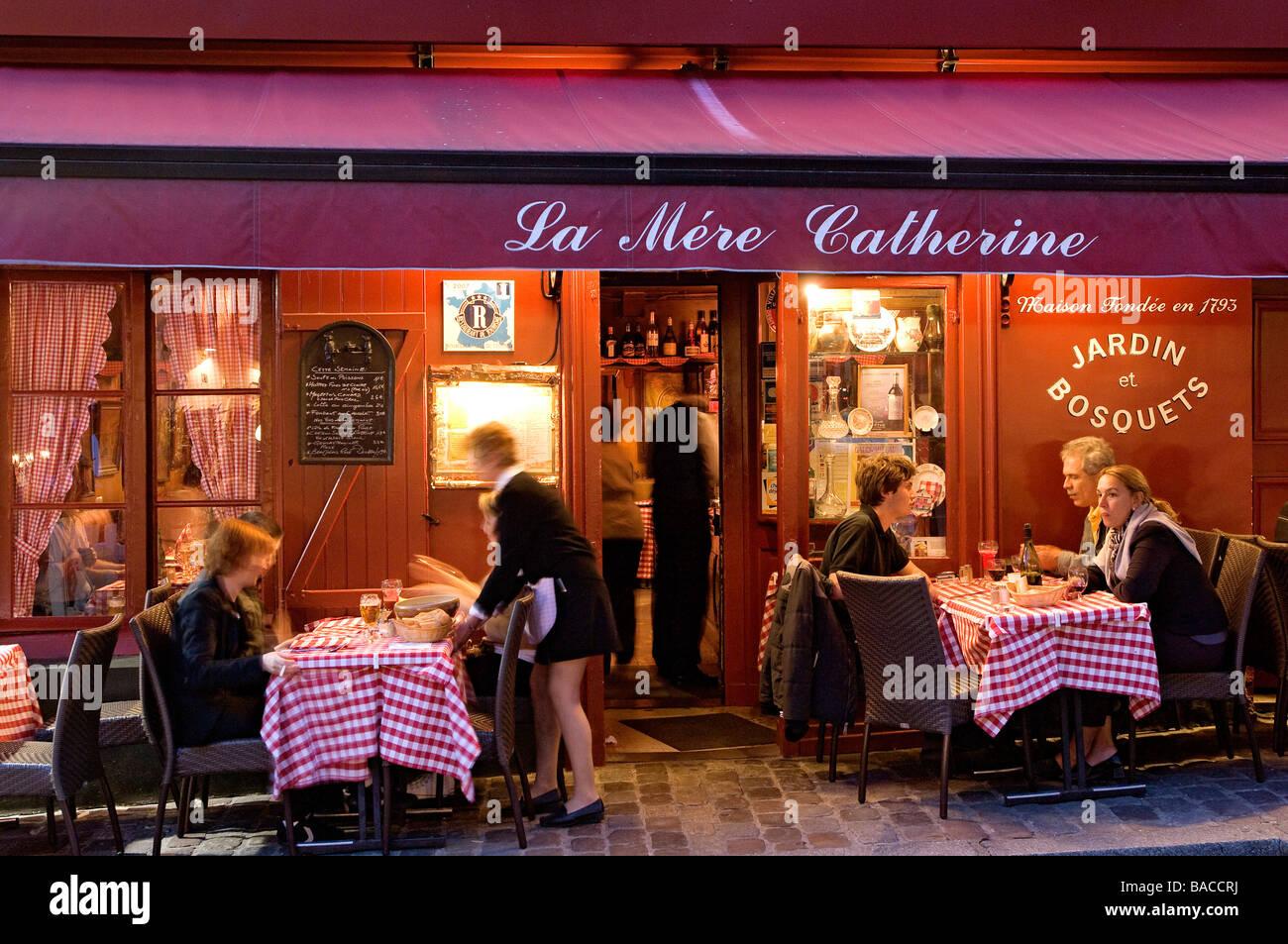 France paris montmartre place du tertre restaurant la for Restaurant miroir montmartre