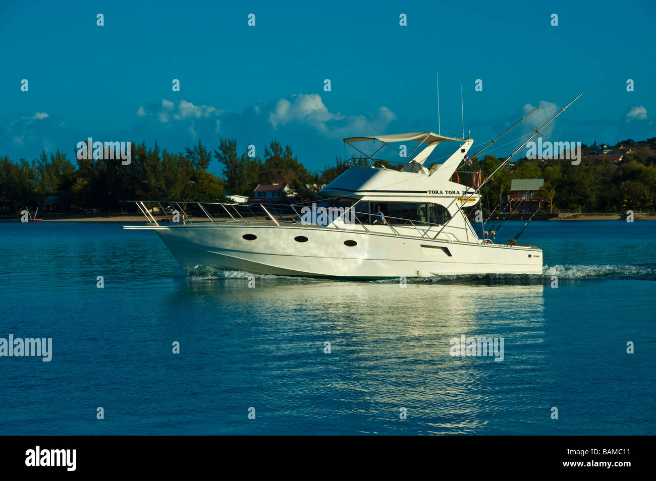 Big game fishing boat at le morne anglers club mauritius for Fishing boat games