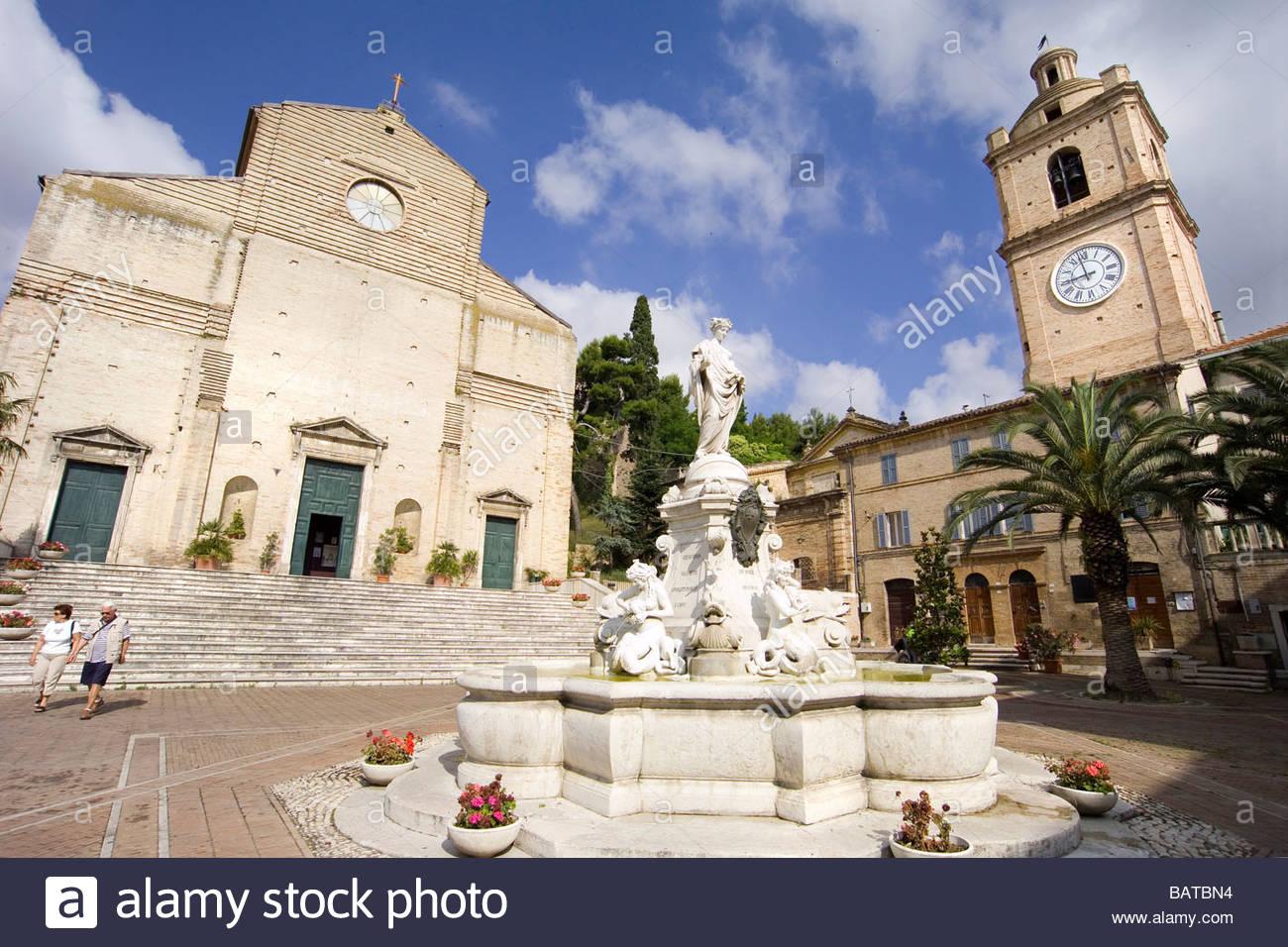 Porto san giorgio piazza san giorgio chiesa di san giorgio marche stock photo royalty free - Aran cucine porto san giorgio ...