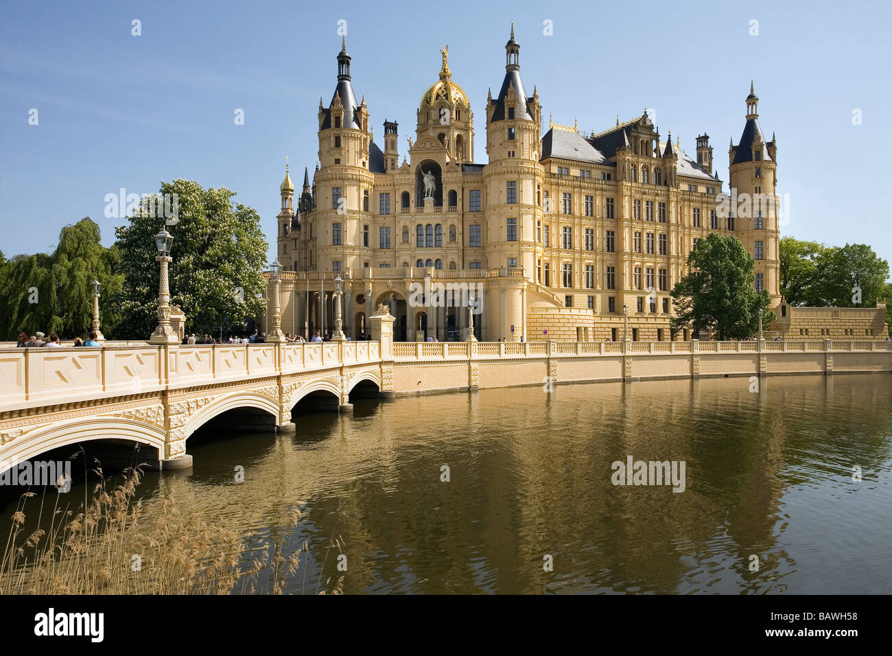 The fairytale castle in Schwerin, a photo from Mecklenburg ...