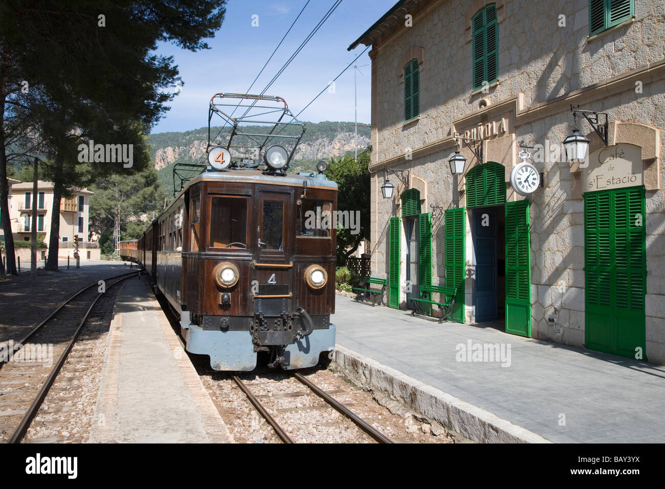 Red Lightning Train From Palma To Soller At Bunyola Station Stock Photo Roy