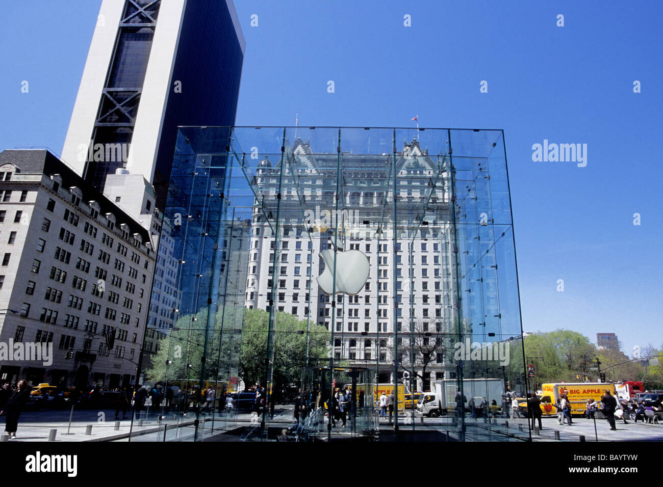 new york city fifth avenue the apple store and the plaza hotel nyc stock photo royalty free. Black Bedroom Furniture Sets. Home Design Ideas