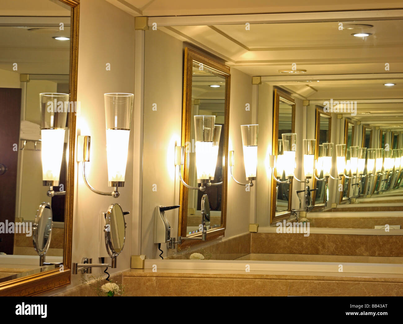 Infinity reflection of lamps in mirrors stock photo for Reflection miroir