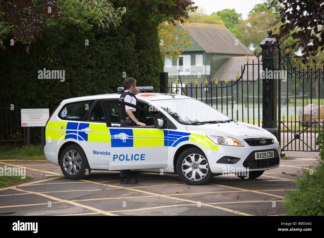 Stock Photo - Warwickshire Police - Police Officer and Ford Focus police car respond to a call out in Leamington Spa Warwickshire & Warwickshire Police - Police Officer and Ford Focus police car ... markmcfarlin.com