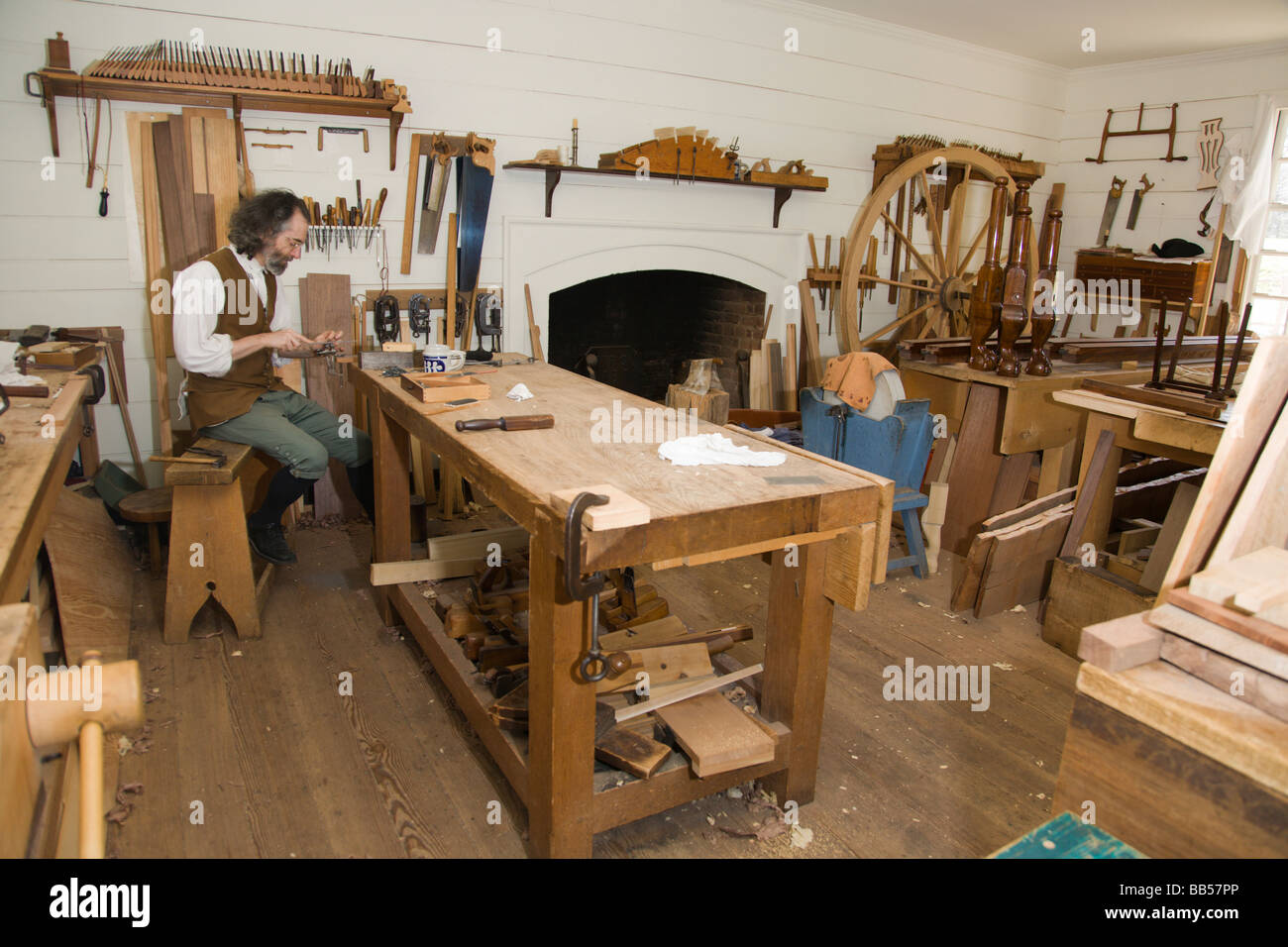 Cabinet maker 39 s workshop in colonial williamsburg for Cabinet makers