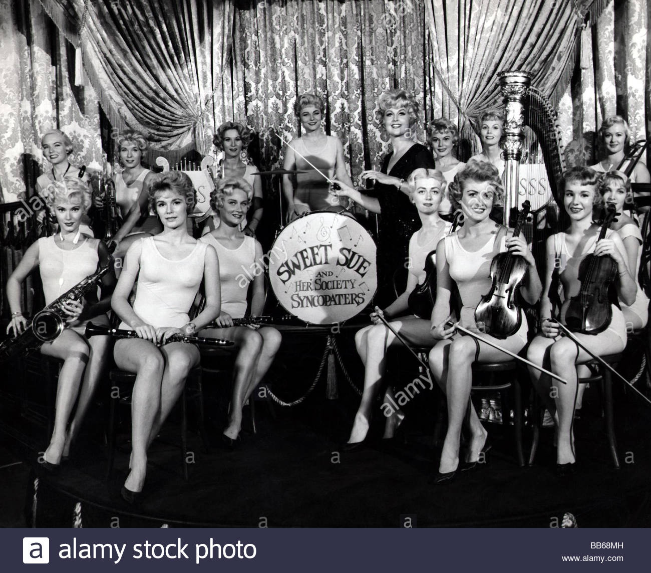a movie analysis of some like it hot Some like it hot - after witnessing a mafia murder, slick saxophone player joe (tony curtis) and his long-suffering buddy, jerry (jack lemmon), improvise.
