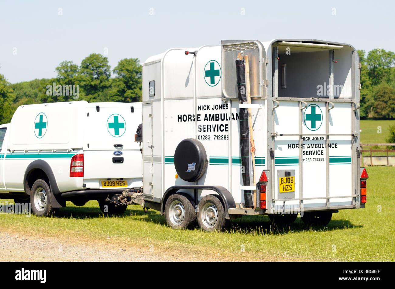 horse box stock photos horse box stock images alamy horse ambulance service vehicle stock image