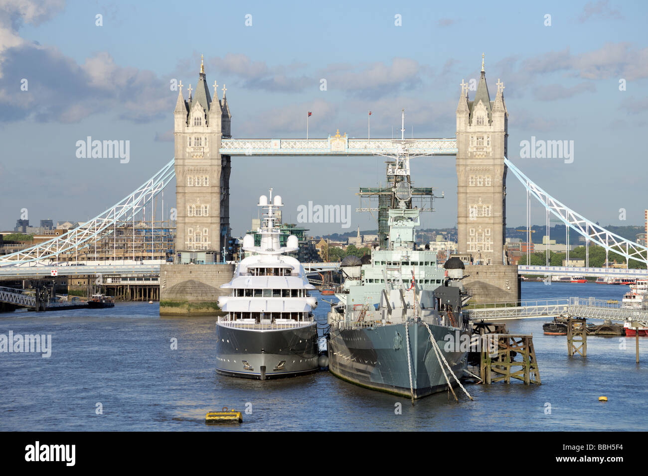 Hms belfast and a luxury yacht moored on the pool of for Pool london