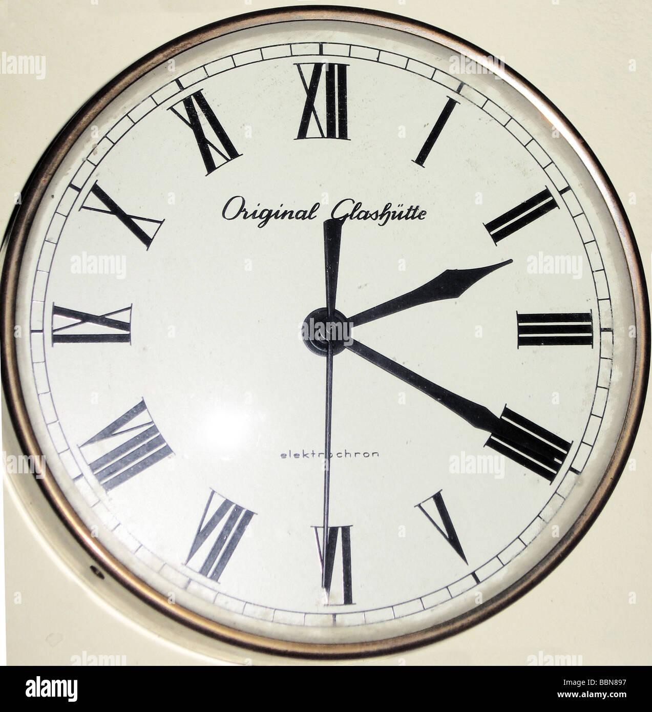 Clocks electric wall clock glashtte elektrochron made by veb clocks electric wall clock glashtte elektrochron made by veb uhrenwerk glashtte gdr 1968 historic historical 20th centu amipublicfo Gallery