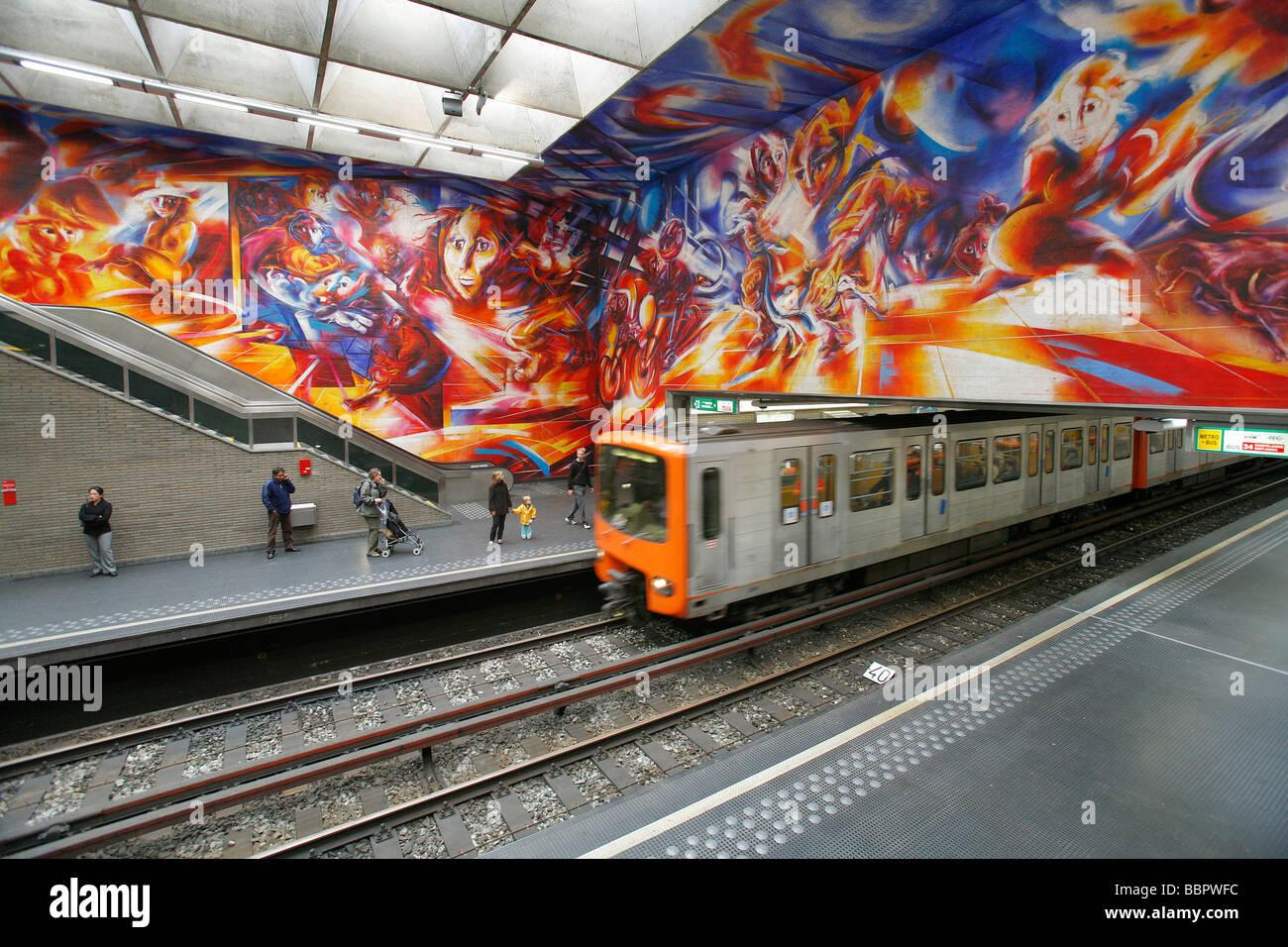 Hankar subway station mural by roger somville entitled for Decor mural underground