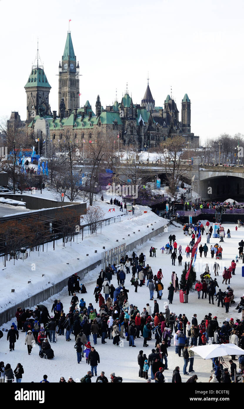canada ottawa rideau canal winterlude people skating