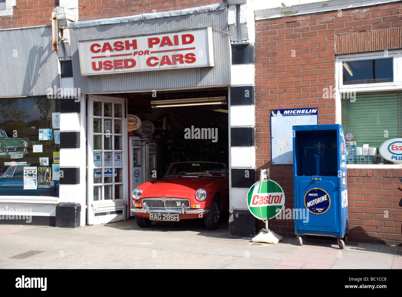 cash paid for used cars,castrol,motorline,MG sports car,color ...