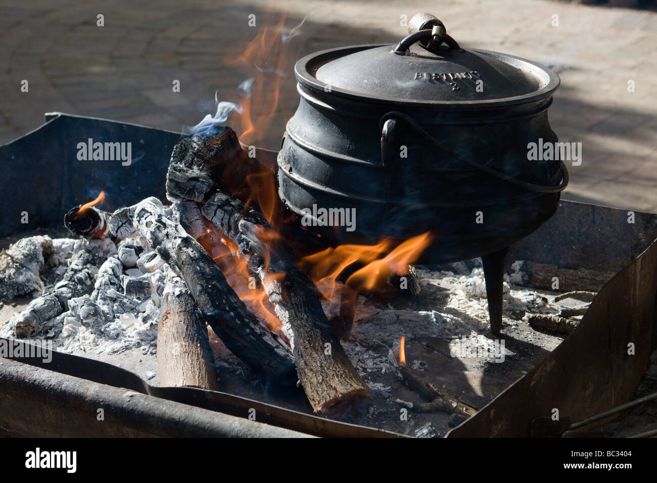 how to cook roast in cast iron pot
