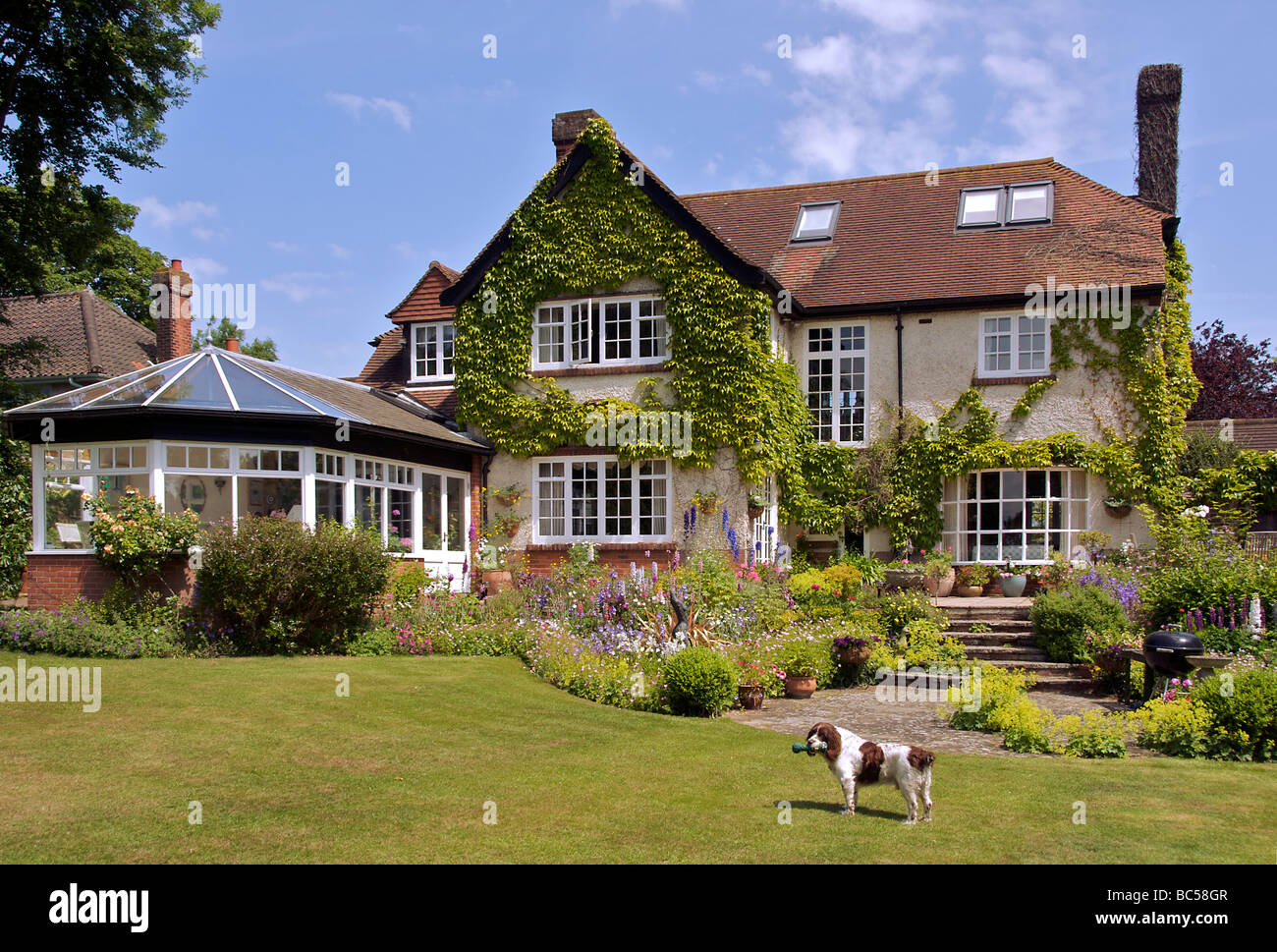 16 beautiful house with garden images decor23 for Beautiful home gardens