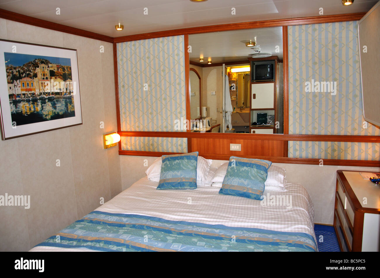 Inside Cabin P O Oceana Cruise Ship North Sea Europe