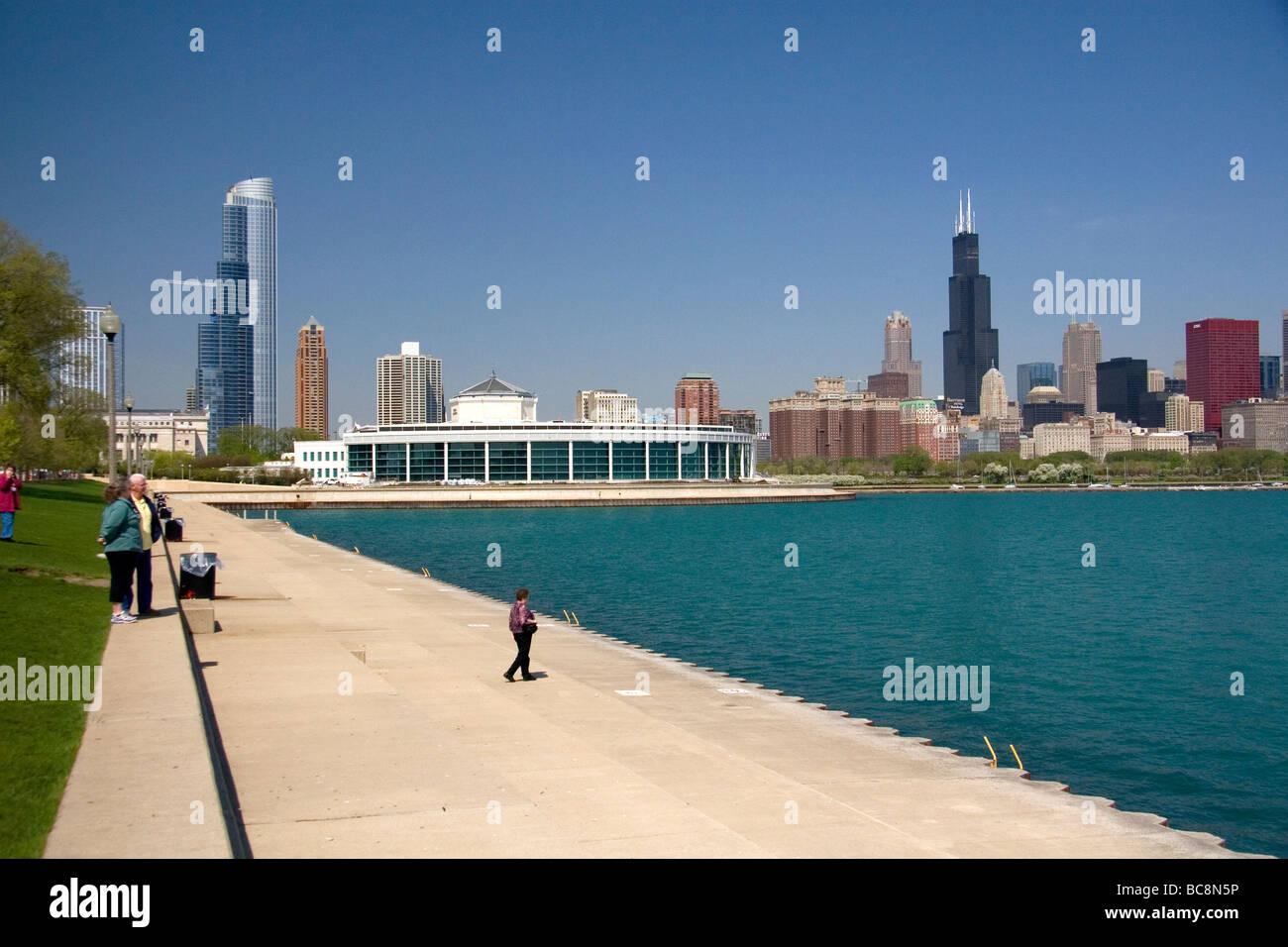 Shedd Aquarium Located On The Shore Of Lake Michigan In Chicago - Michigan location in usa