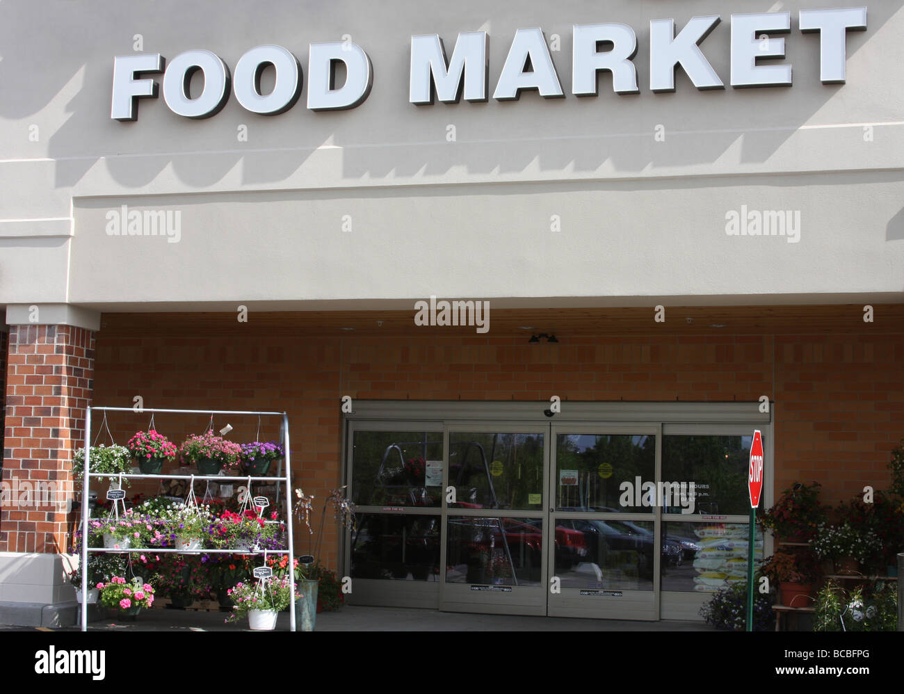 A grocery store or food market front door to go shopping in & A grocery store or food market front door to go shopping in Stock ...