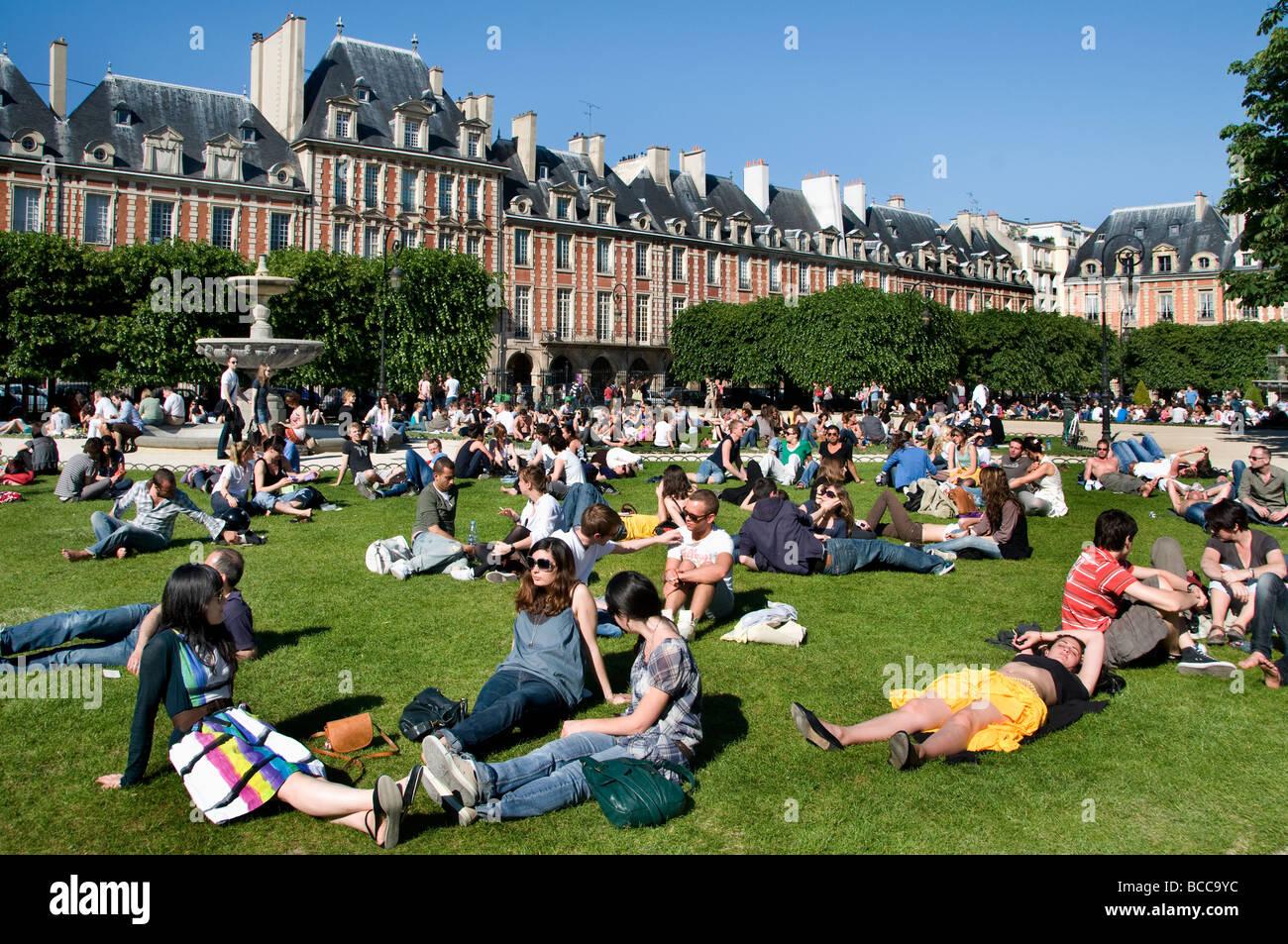 Place de vosges marais paris france square garden stock - Comptoir des cotonniers place des vosges ...