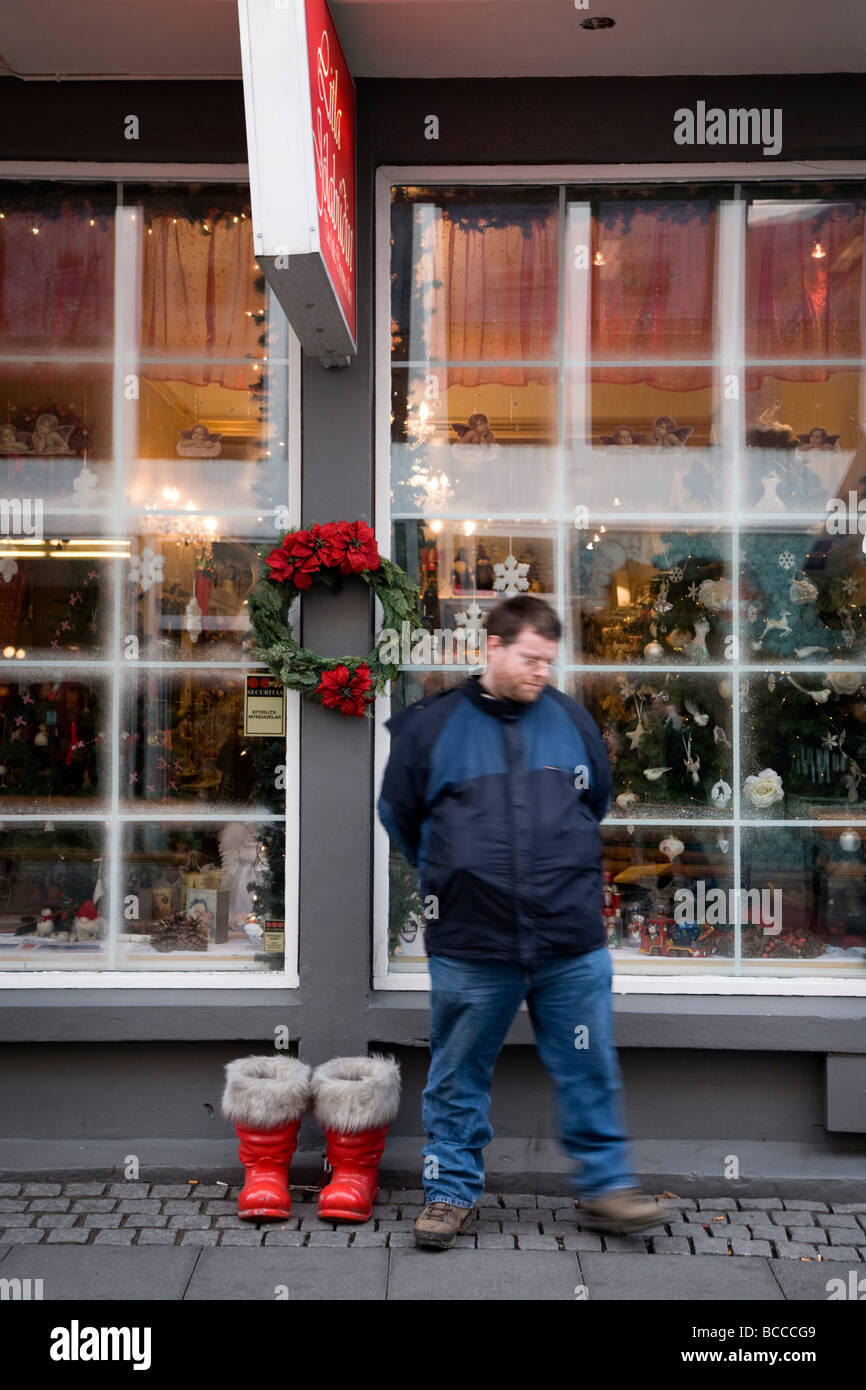 Man waiting outside the small christmas store litla for The christmas shop