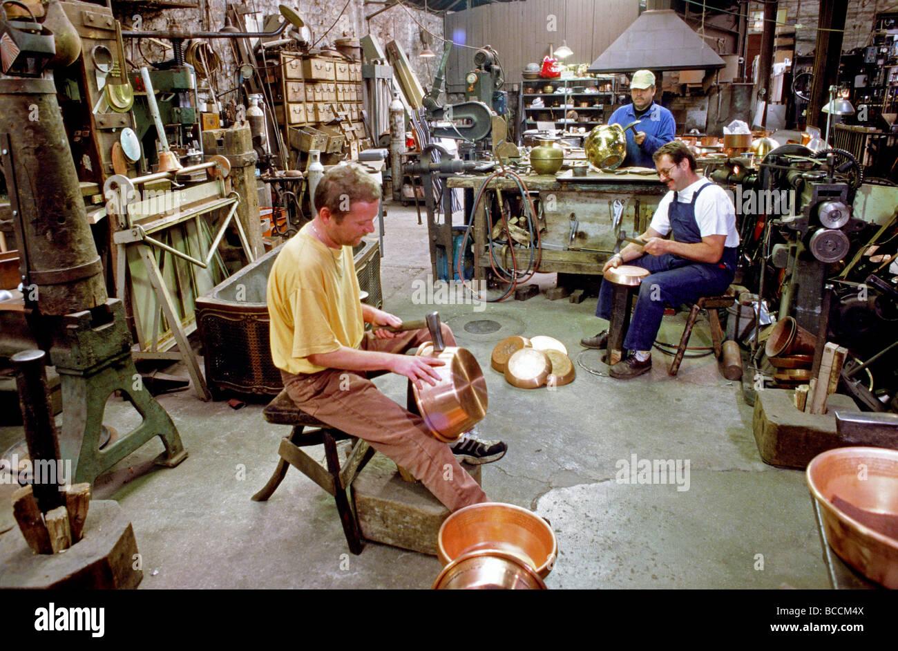 France manche villedieu les poeles atelier du cuivre - Office du tourisme villedieu les poeles ...